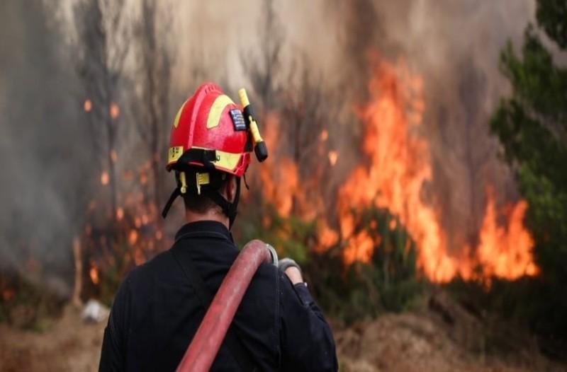 Φωτιά στο Λαγονήσι: Εκκένωση σπιτιών! (photo-video)