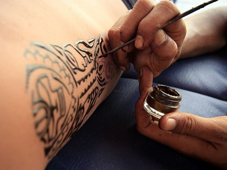 Συναγερμός: Δείτε τιι βρέθηκε στα μελάνια των τατουάζ!