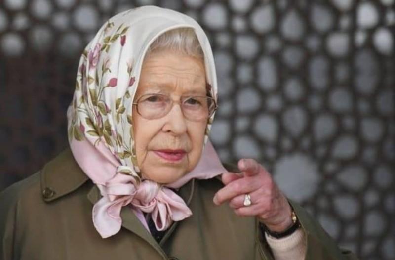 Τελικά έχει χιούμορ: Η Βασίλισσα Ελισάβετ είπε ότι δεν γνωρίζει τη Βασιλισσα Ελισάβετ!