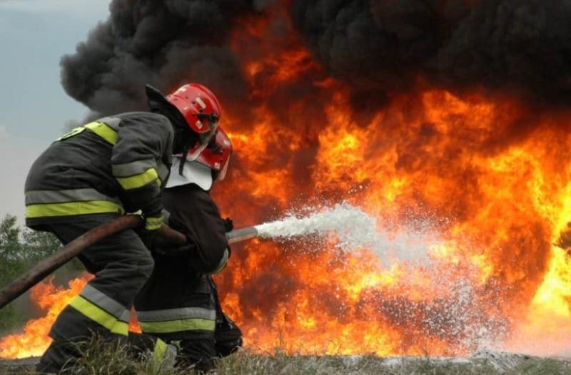 Φωτιά στα Καλύβια! Ζητήθηκε η απομάκρυνση των κατοίκων!