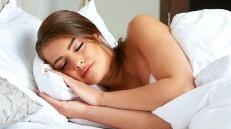 Γιατί πρέπει να κοιμάσαι γυμνή;