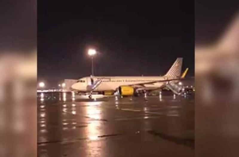 Τρόμος στον αέρα: Αεροπλάνο γέμισε καπνούς και προχώρησε σε αναγκαστική προσγείωση!