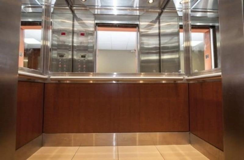 Γιατί τα ασανσέρ έχουν καθρέφτες;