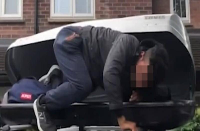 Απίστευτο: Μετανάστης κρυβόταν στην μπαγκαζιέρα αυτοκινήτου! Τον ανακάλυψαν οι ιδιοκτήτες!