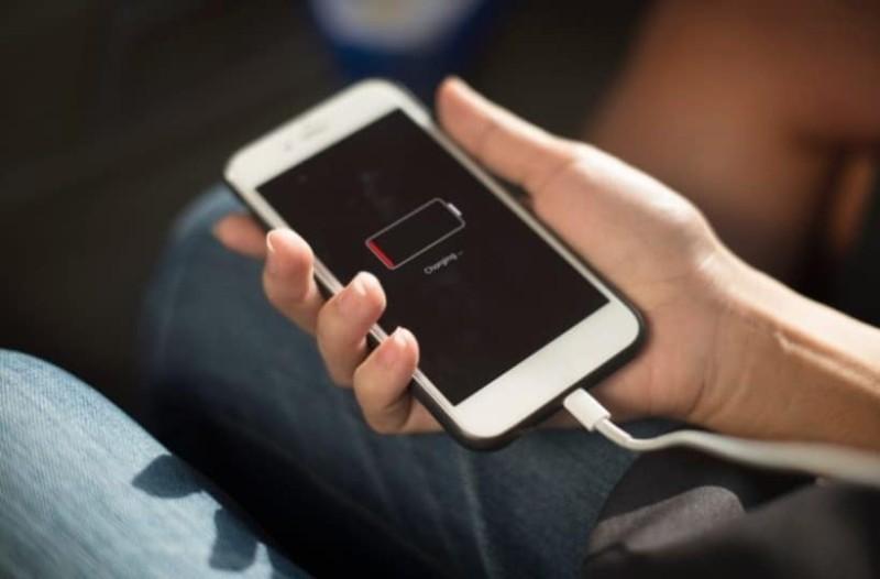 Αυτά είναι τα 10 κινητά με τη μεγαλύτερη διάρκεια μπαταρίας! (Photo)