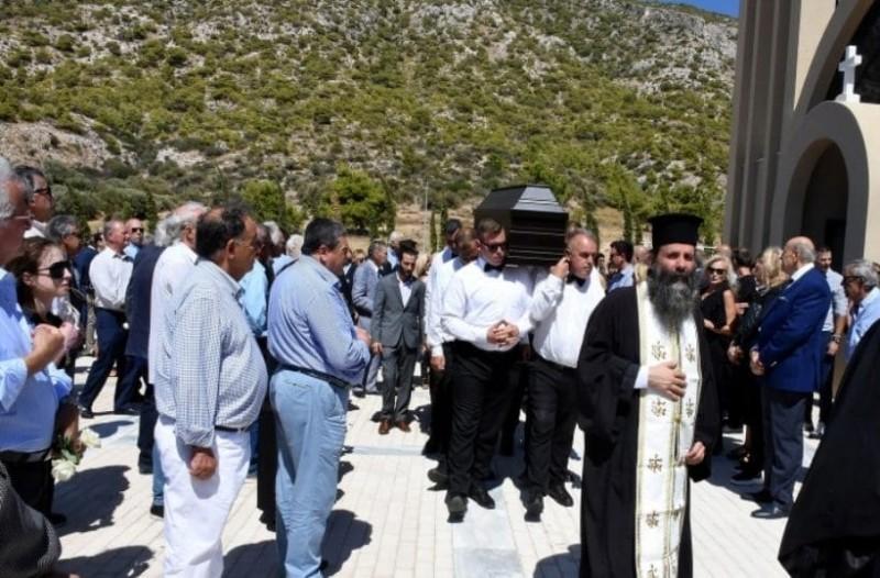 Συγγενείς και φίλοι είπαν το τελευταίο αντίο στην κηδεία του Δημήτρη Ρίζου!