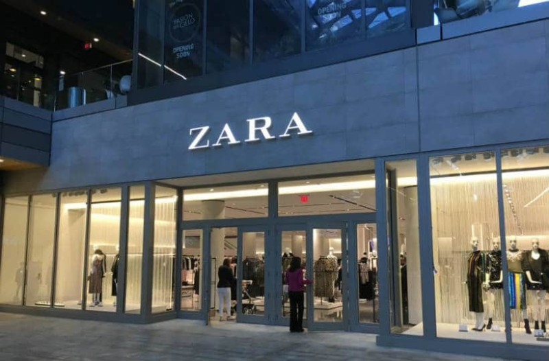 ZARA: Αυτό το φούτερ θα σας κάνει να ξεχωρίσετε! Ταιριάζει με τα πάντα!