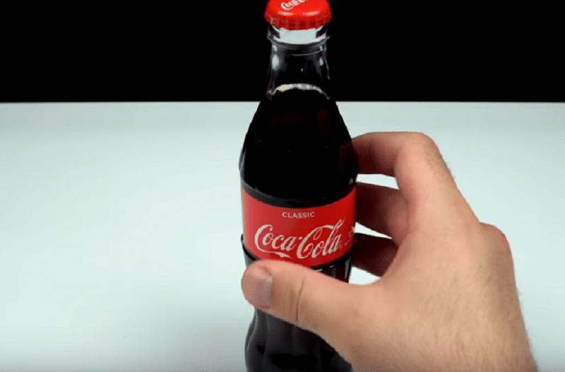 8 φανταστικά κόλπα που μπορεί να κάνεις με Coca Cola (video)