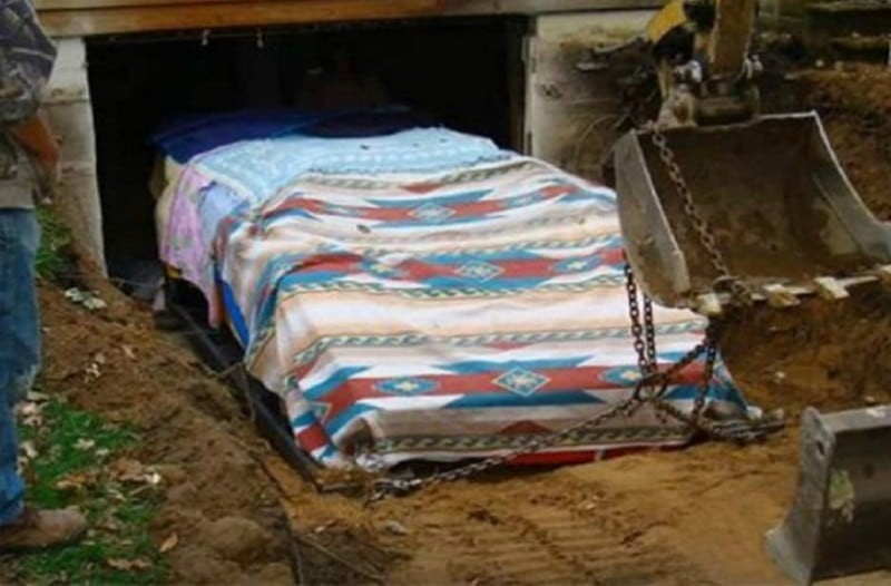 Για 17 χρόνια έφτιαχνε κρυφά στο γκαράζ του ένα αυτοκίνητο - Όταν χρειάστηκε να το βγάλουν όλοι πάγωσαν!