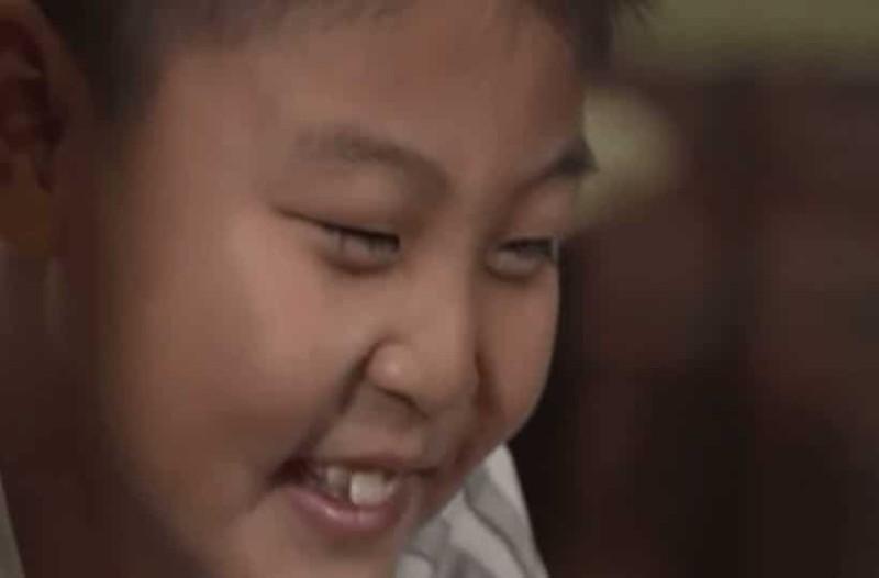 Ο 9χρονος γιος τους γελούσε συνεχώς και χωρίς λόγο! Όταν τον πήγαν στον γιατρό, έπαθαν σοκ!(photos-video)