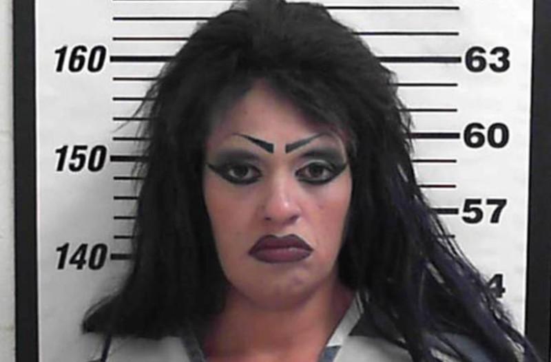 Είπε ψέματα στους αστυνομικούς ότι είναι η 21χρονη κόρη της! Η αντίδρασή τους; Επική!