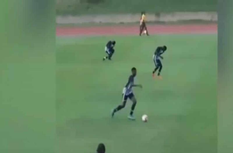 Τρομακτικό! Ποδοσφαιριστές κεραυνοβολούνται την ώρα του αγώνα! (Video)