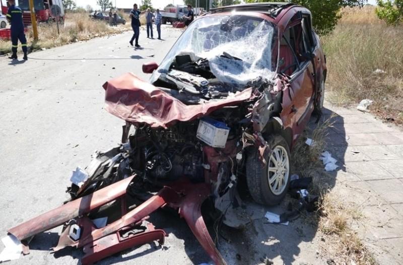 Λάρισα: Σοβαρό τροχαίο με πέντε τραυματίες! (photos)