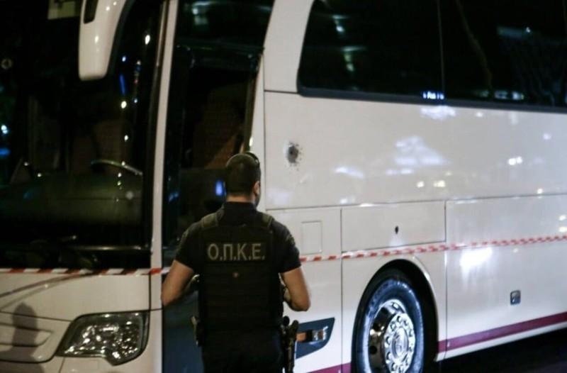 Παραδόθηκε ο άνδρας που πυροβόλησε κατά λεωφορείου στο Κάραβελ! Τι είπε στους αστυνομικούς;