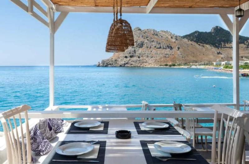 Λιμανάκι: Το εστιατόριο με την μοναδική θέα στο Αιγαίο!