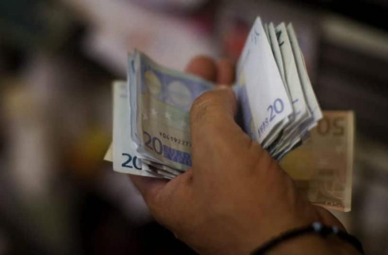 Κάτι σαν... κοινωνικό μέρισμα: 700 ευρώ στους λογαριασμούς σας!