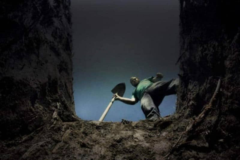 Αυτός είναι ο λόγος που οι νεκροί θάβονται ακριβώς 2 μέτρα κάτω από την γη!