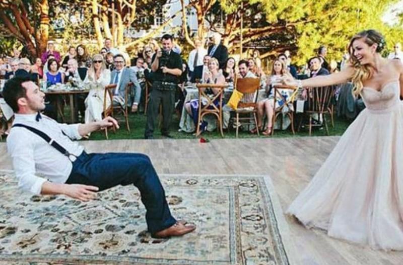 Αυτός  ο πρώτος χορός του ζευγαριού δεν είναι σαν όλους τους άλλους!