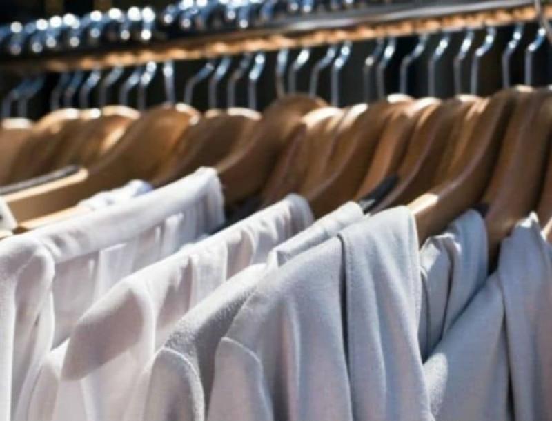 Το μικρό μυστικό για να μην γλιστράνε τα ρούχα σου από τις κρεμάστρες!