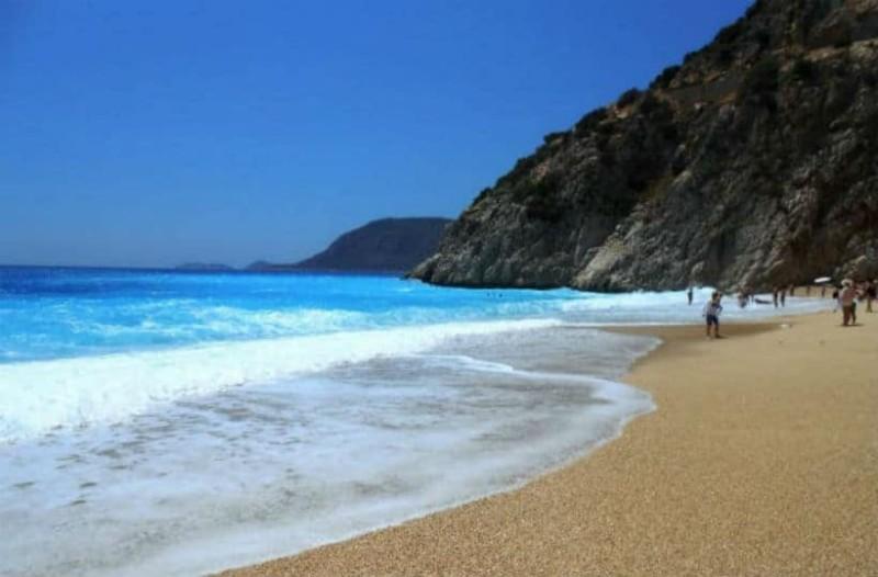 Αυτές είναι οι καλύτερες παραλίες για κολύμπι τον Οκτώβριο!