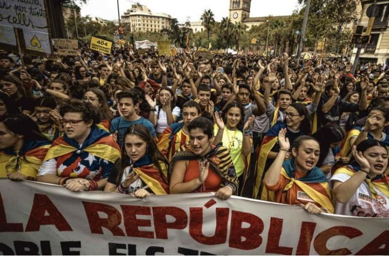 Βαρκελώνη: Συναγερμός από τους χιλιάδες διαδηλωτές! Παρέλυσε η πόλη!