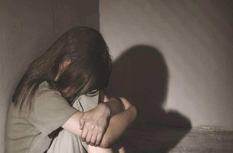 Εξοργισμένη η σύζυγος του δικηγόρου που κατηγορείται για ασέλγεια σε 11χρονη: «Δεν θα αφήσω κανέναν σε χλωρό κλαρί! Θα βγάλω τα πάντα...» (Video)