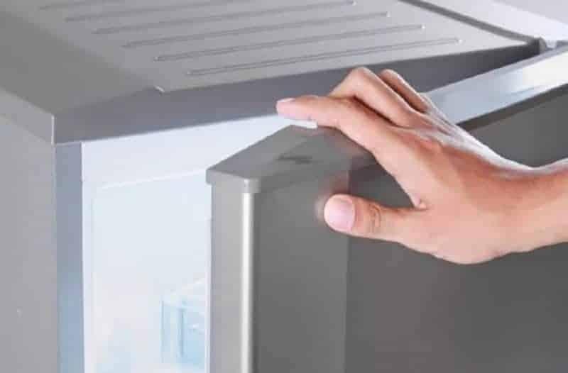 Έπιασε πάγο το ψυγείο σας; Καθαρίστε το στο… άψε σβήσε!