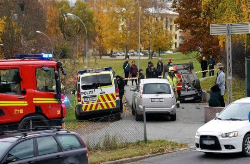 Συναγερμός: Κλεμμένο ασθενοφόρο έπεσε σε πλήθος! (Video)