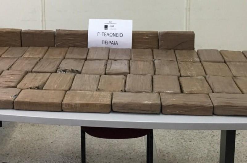 Πειραιάς: Βρέθηκαν 700 κιλά κοκαΐνης σε φορτηγό με μπανάνες!