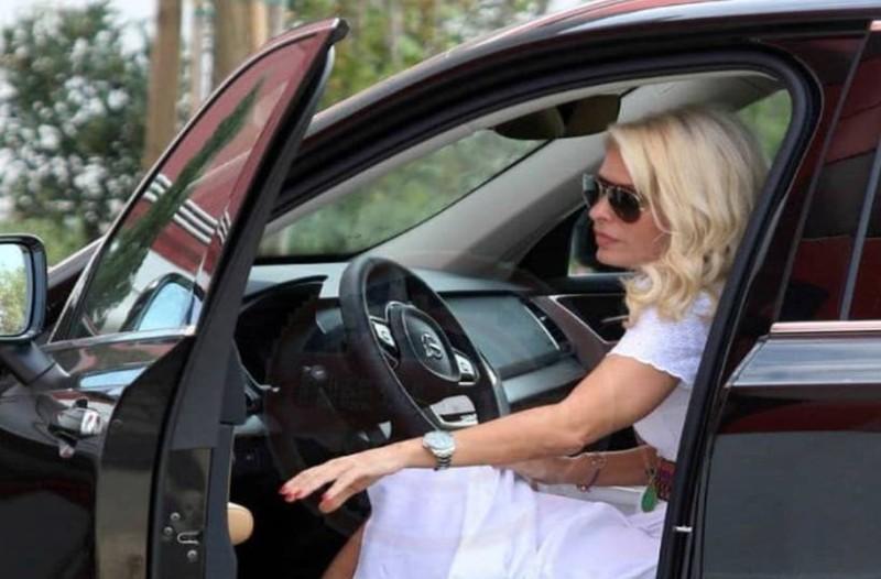 Θεά Ελένη Μενεγάκη: Με αυτό το ρούχο της, πας παντού! Κοστίζει μόνο 50 ευρώ!