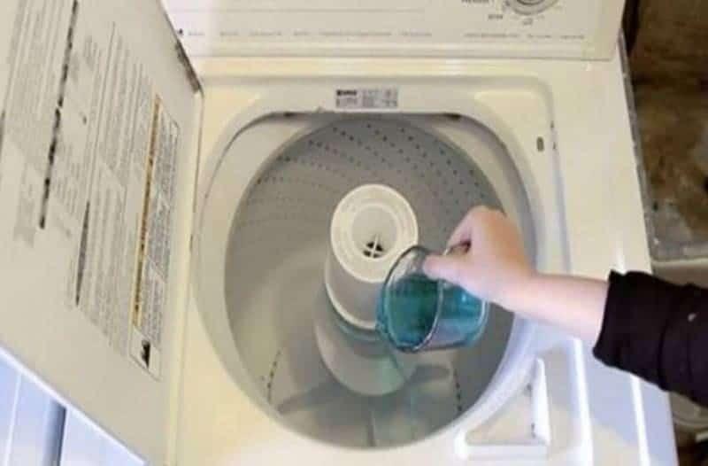 Έβαλε μισό φλιτζάνι στοματικό διάλυμα στο πλυντήριο! Δείτε γιατί! (Video)