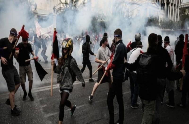 Χάος! Επεισόδια στο φοιτητικό συλλαλητήριο στο κέντρο της Αθήνας!