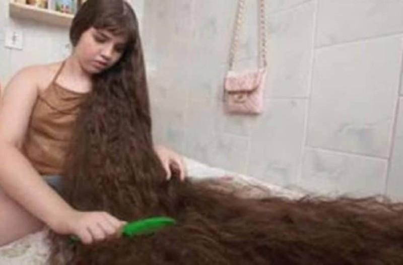 Είχε τα πιο μακριά μαλλιά του κόσμου! Τα πούλησε και αγόρασε… σπίτι!