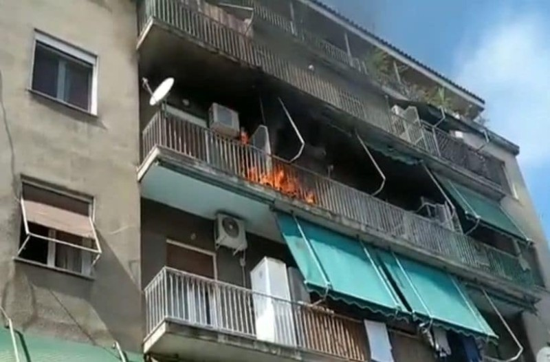 Πυρκαγιά σε πολυκατοικία στην Καλλιθέα! (Video)