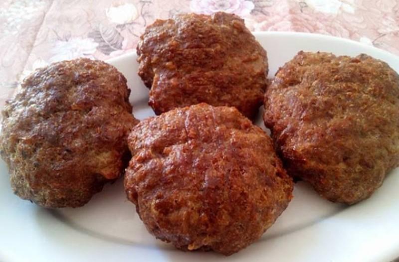 Τα πιο αφράτα και ζουμερά μπιφτέκια χωρίς ψωμί, χωρίς βρώμη