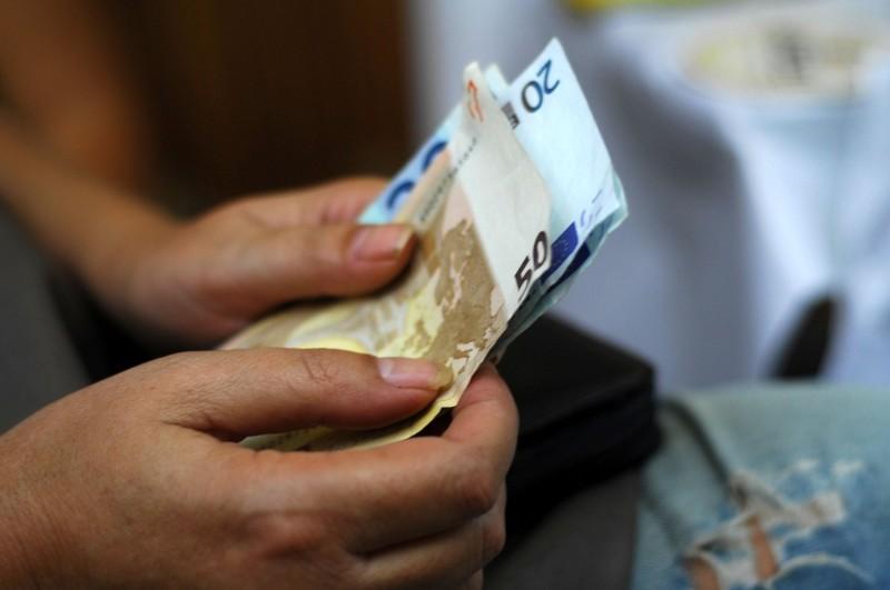 Κοινωνικό μέρισμα - ανατροπή: Ελπίδες για καταβολή! Έτσι θα δοθούν τα 1012 ευρώ!