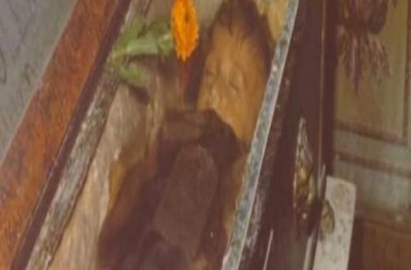 Αυτό το μικρό κοριτσάκι είναι νεκρό εδώ και 95 χρόνια! Όταν ξαφνικά άνοιξε τα μάτια της...! (photos-video)