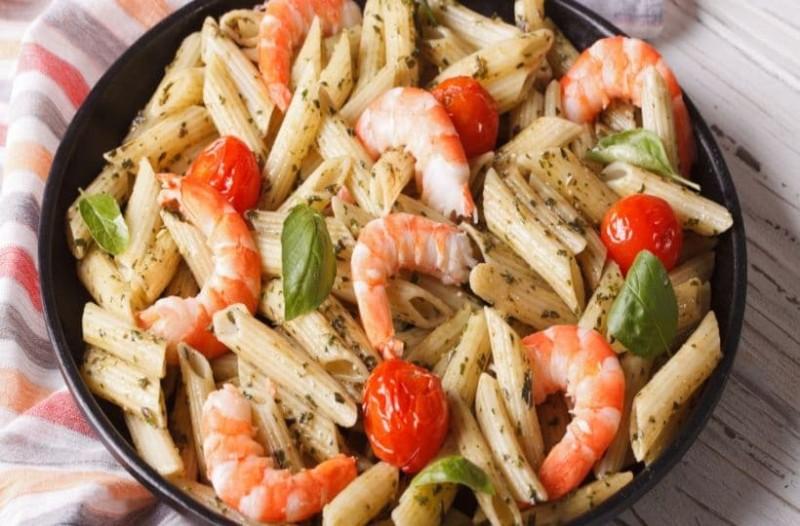 Πεντανόστιμη! Σαλάτα με ζυμαρικά και γαρίδες!