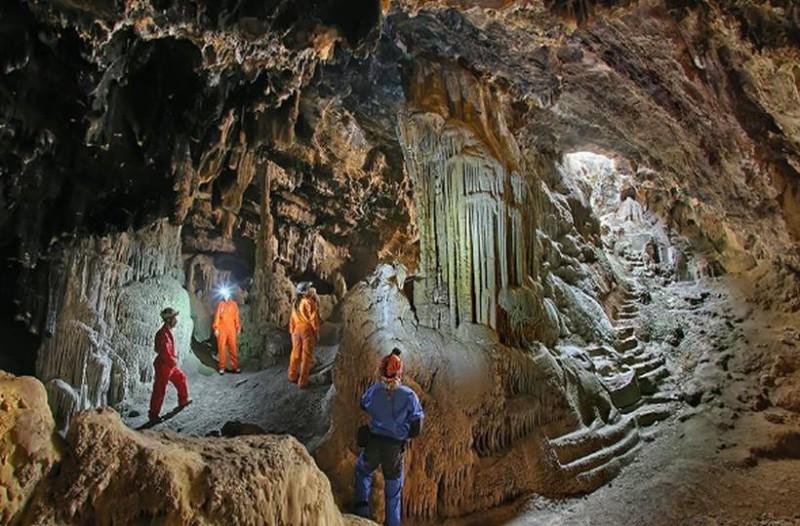 Το μοναδικό σπήλαιο στην Ελλάδα με σκαλισμένα αγάλματα στο εσωτερικό του βρίσκεται στον Υμηττό