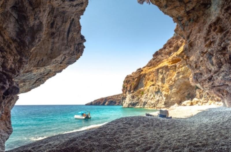 Κρήτη: Μετατρέπουν σπηλιές λεπρών σε Airbnb!