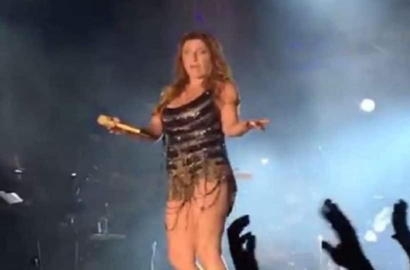 """Το """"καuτό"""" τσιφτετέλι της Έλενας Παπαρίζου επί σκηνής που """"γονάτισε"""" τους θαυμαστές της! (Video)"""