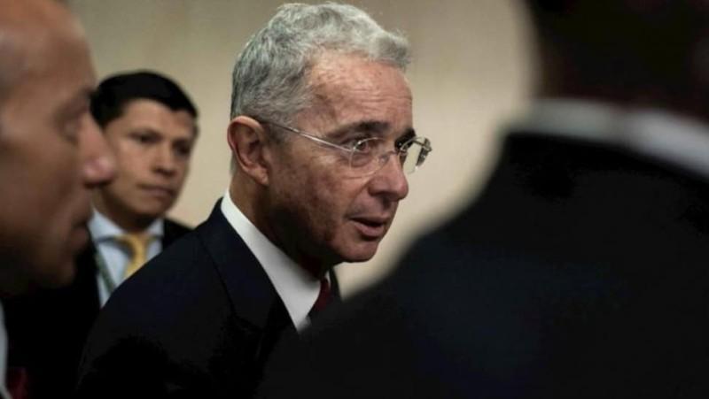 Κολομβία: Θρασύτατος ο πρώην πρόεδρος! Εμφανίστηκε στο δικαστήριο με μπράβους!