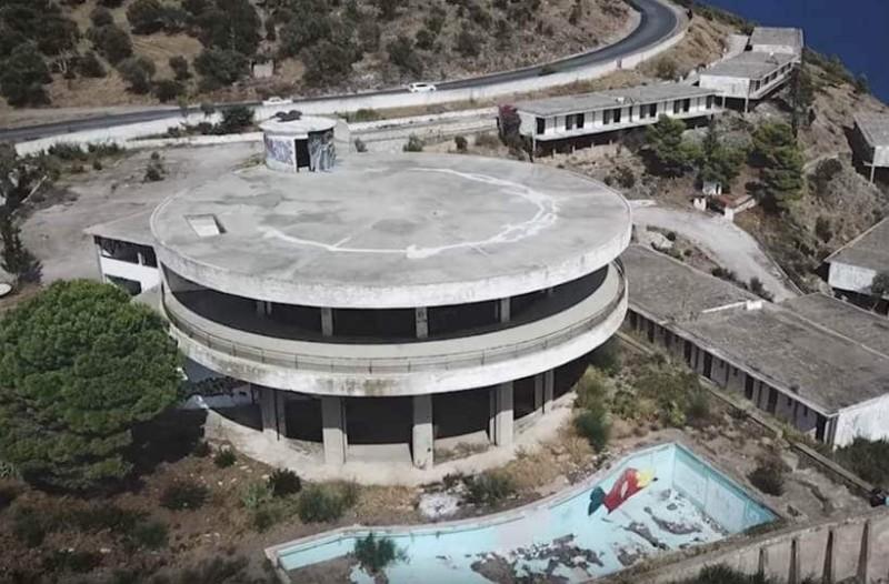 Αυτό είναι το εγκαταλελειμμένο ελληνικό ξενοδοχείο των celebrities!