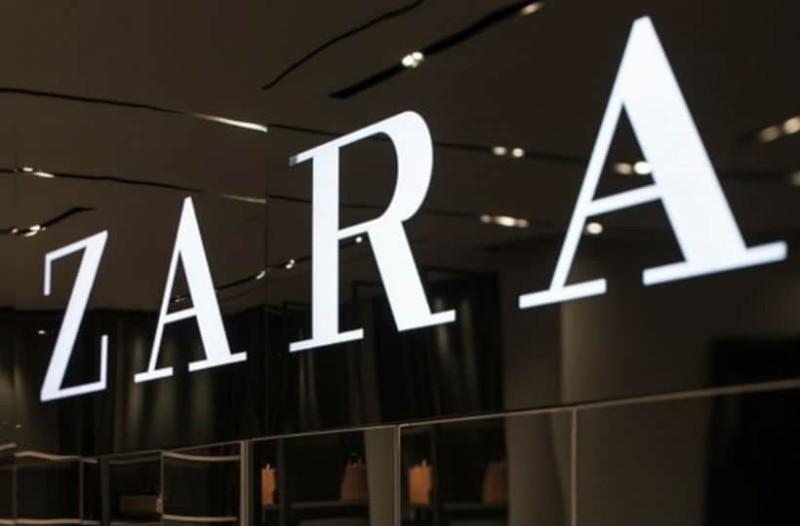 ZARA: H μπλούζα με δαντέλα που πρέπει να αγοράσεις, είναι σε έκπτωση και κοστίζει 12 ευρώ!