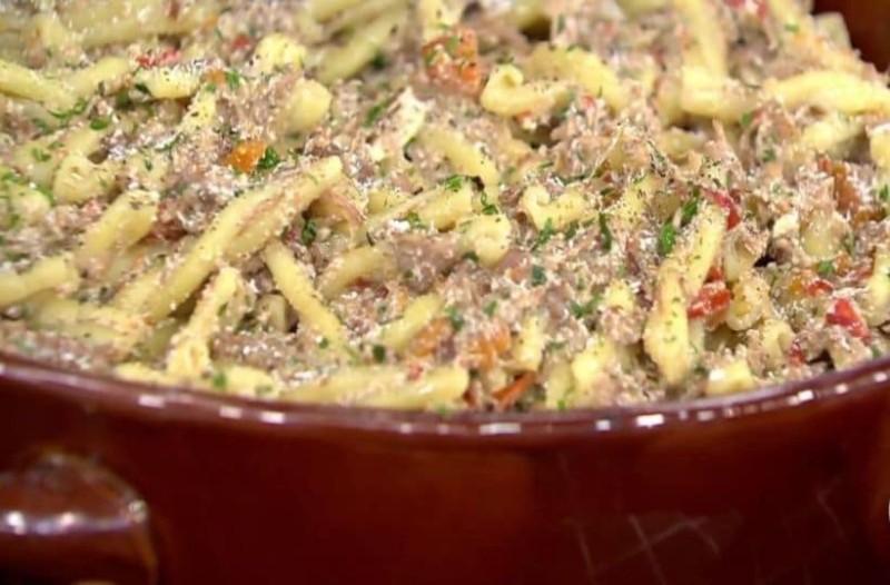 Μοσχαράκι με ζυμαρικά και λαχανικά στη γάστρα! (Video)