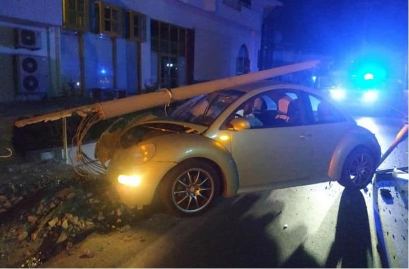 Θεσσαλονίκη: Σφοδρή σύγκρουση Ι.Χ. με κολόνα!