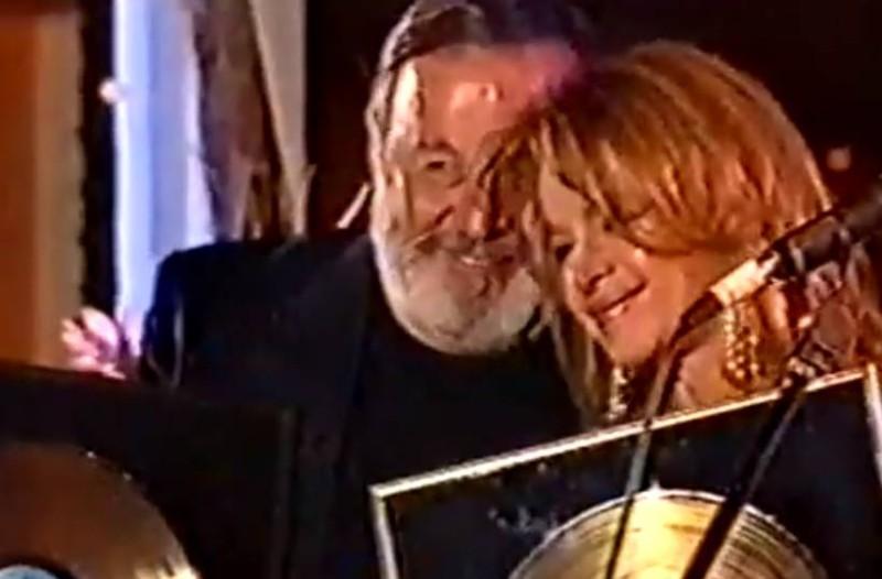 Ιστορική συνάντηση: Αλίκη Βουγιουκλάκη - Δημήτρης Παπαμιχαήλ: Τα φιλιά στο στόμα και τα τρυφερά λόγια!