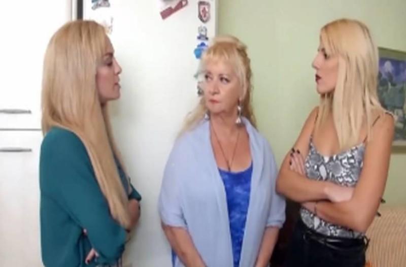Διλήμματα: Να διαλέξει μία από τις κόρες της να μείνει μαζί της ή να φύγει από το σπίτι