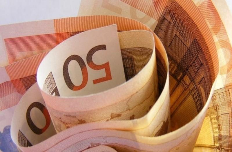 Τεράστια ανάσα: Νέο επίδομα 210 ευρώ! Πότε θα δοθεί;