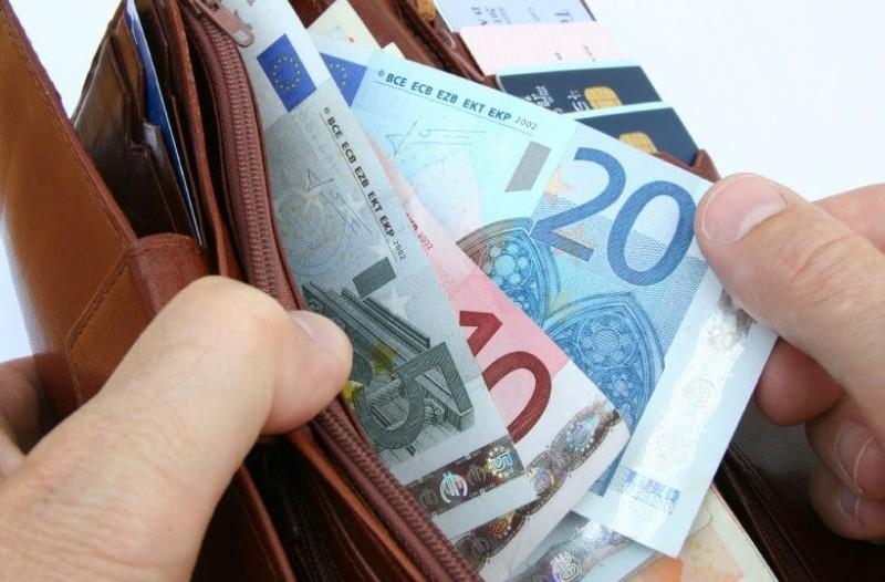 Αναδρομικά: 300 ευρώ θα δουν στους λογαριασμούς τους 300.000 συνταξιούχοι! (Video)